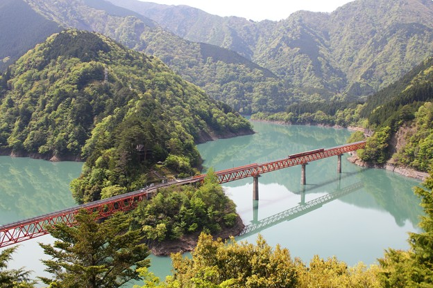 陸の孤島!奥大井湖上へのんびり紅葉旅!