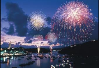 浜名湖かんざんじ温泉灯籠流し花火大会