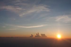 【吉田口からの富士登山】写真でみる初心者のための登山ガイド!山頂でしかみられない絶景と来光