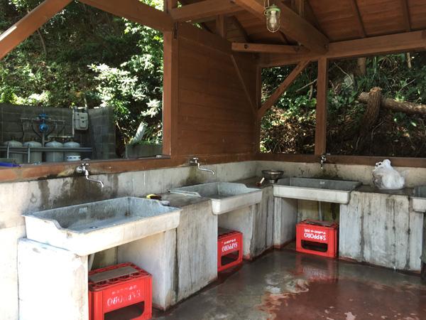 伊豆黄金崎で楽しいキャンプ 炊事場