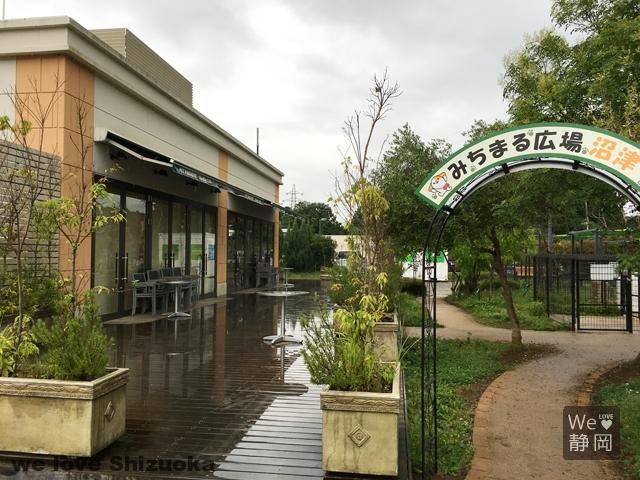 駿河湾沼津SAのドッグカフェ