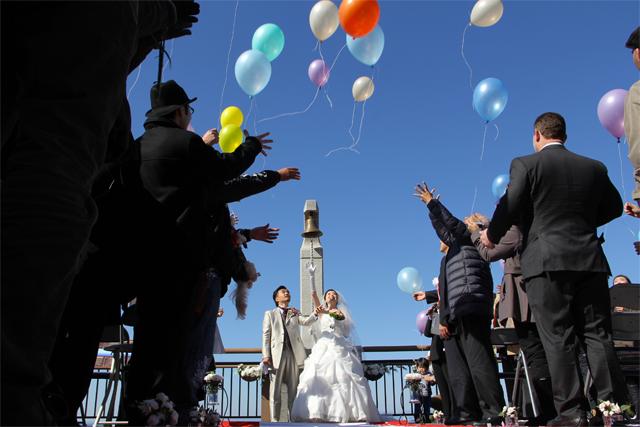 恋人岬で結婚式