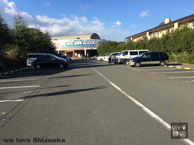 伊豆の国パノラマパークの駐車場は広め♪