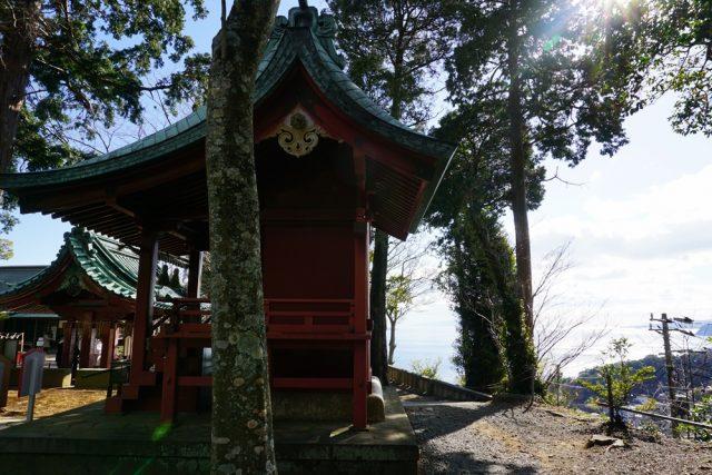 伊豆山神社 手水舎 本殿