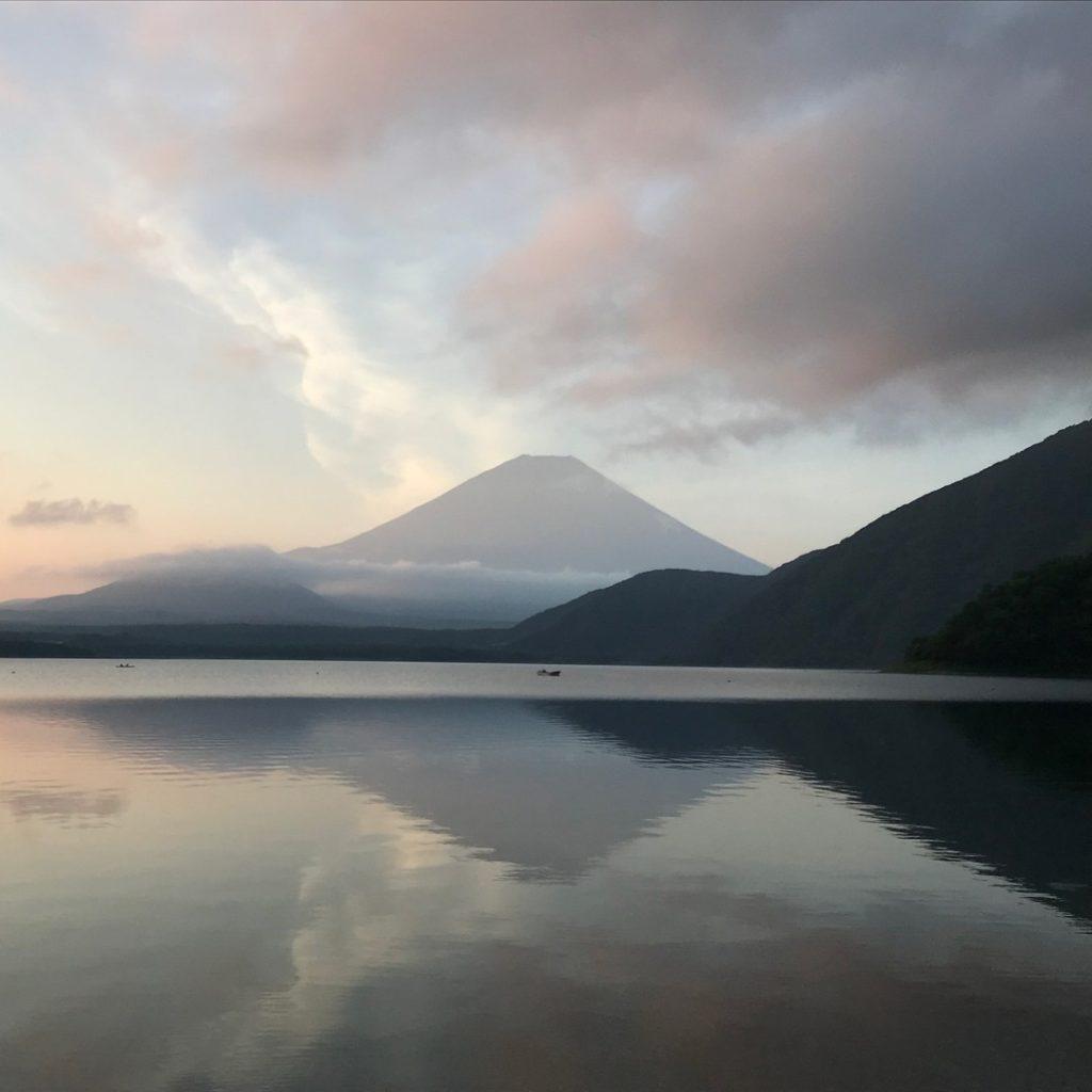 本栖湖の上から富士山