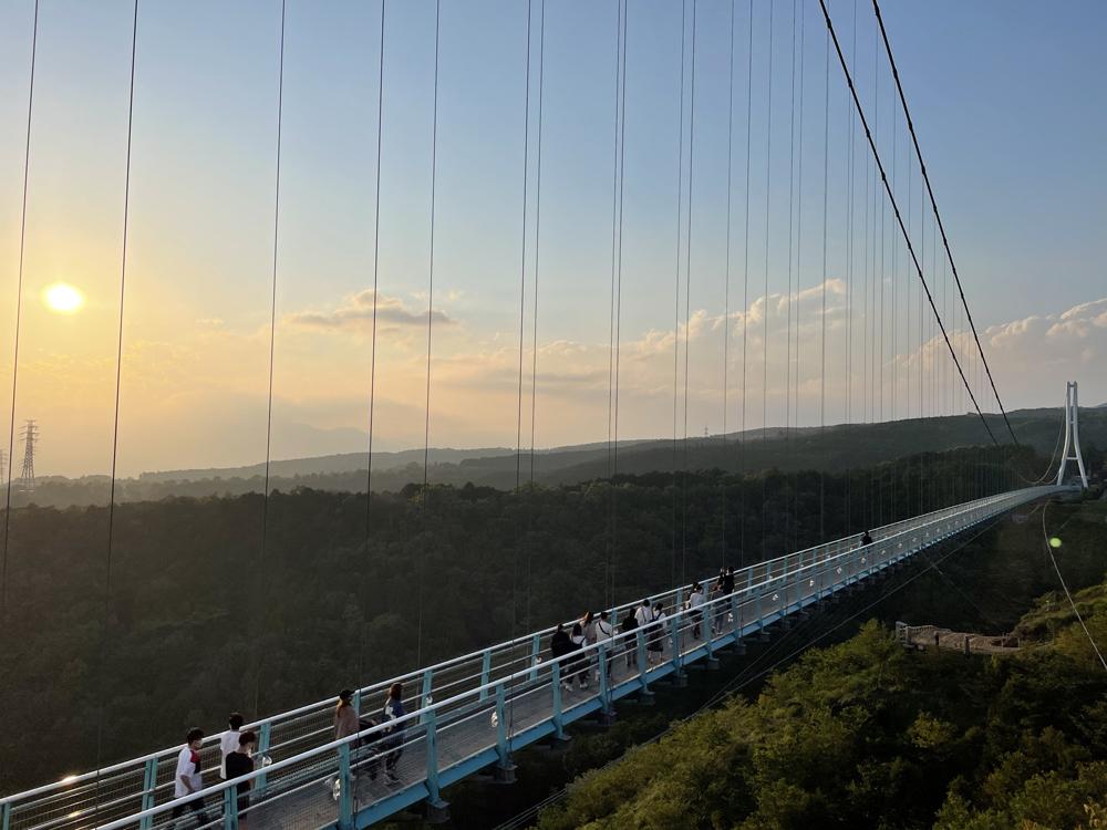 三島スカイウォーク越しの夕暮れ