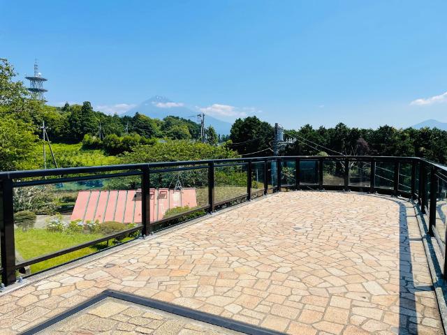 富士市:岩本山公園内のカフェのそばの展望デッキ